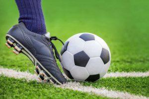 Welche Sohlenarten gibt es bei Fußballschuhen?