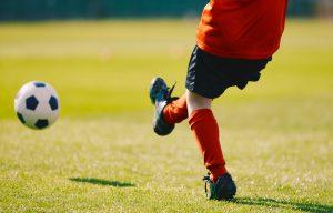 Neue Fußballschuhe einlaufen